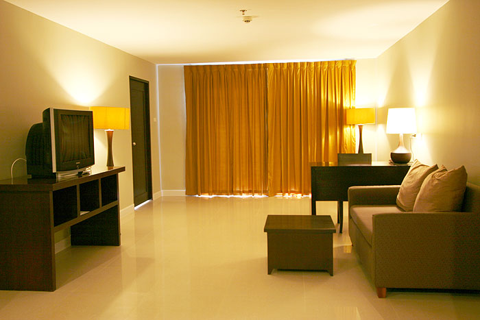 Photo gallery summer spring hotel pattaya thailand for Family room accommodation